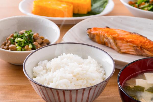 高齢者の食事で特に気を付けたい栄養とは
