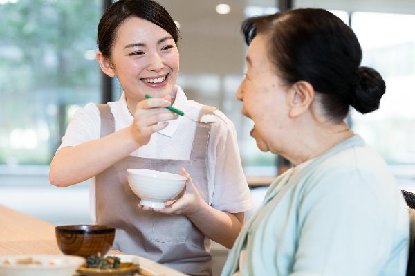 食事を安全に楽しむための介護方法とは