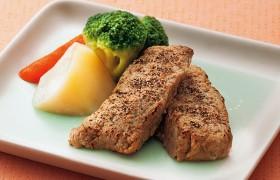 強いコクと肉の食感を グリルドビーフ